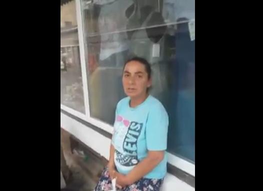 В Ужгороді циганка відібрала гроші і хліб у безногого жебрака (відео)