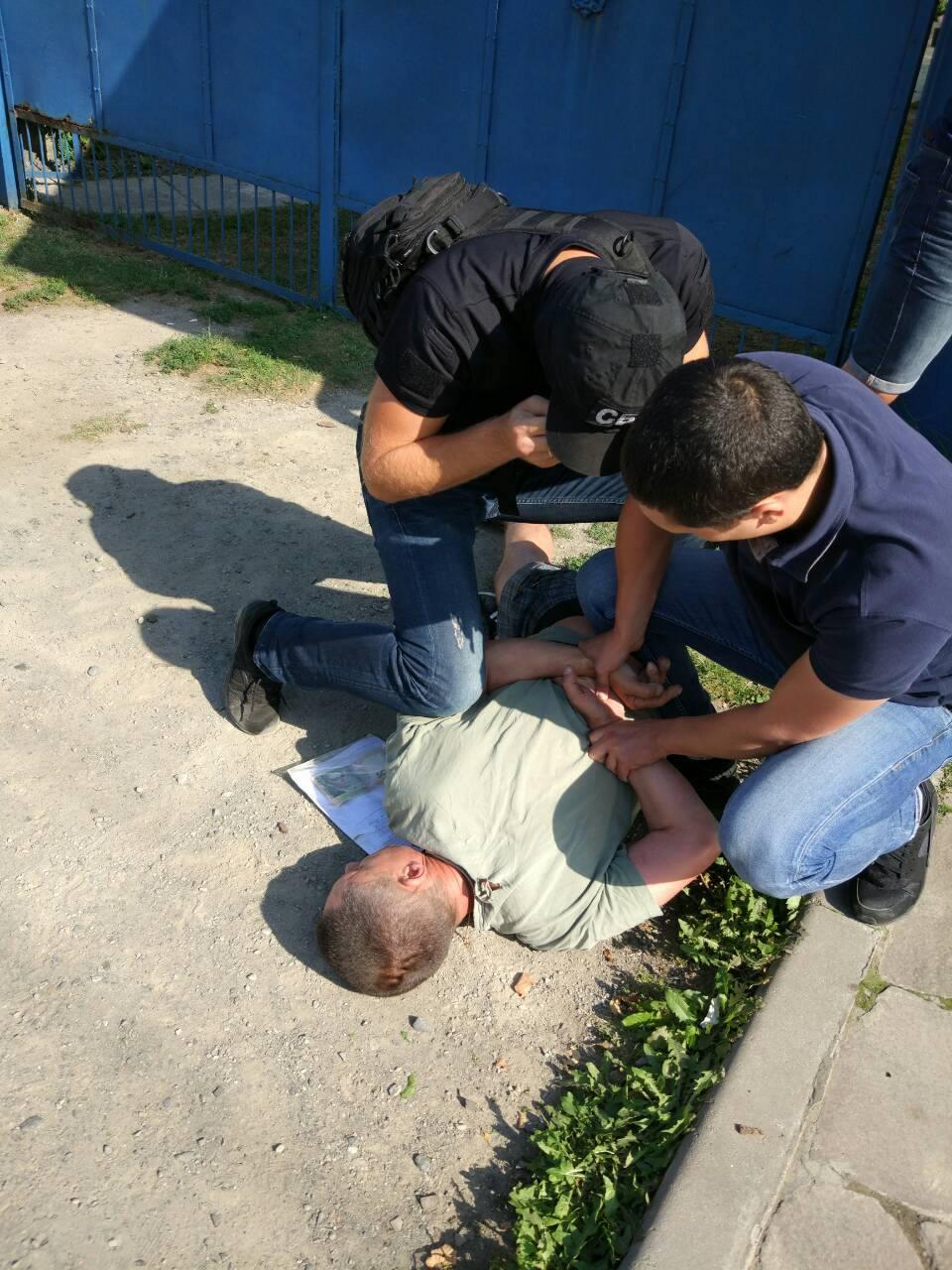 На хабарі затримали представника закарпатської уктрансбезпеки (фото)