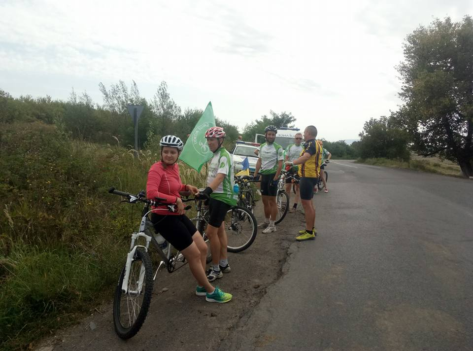Соціальний велопробіг за участі незрячих фінішує в Ужгороді