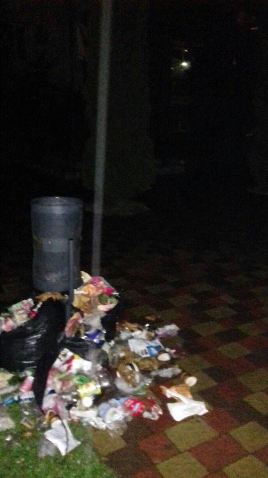 Центр Великого Березного перетворили на смітник (фото)