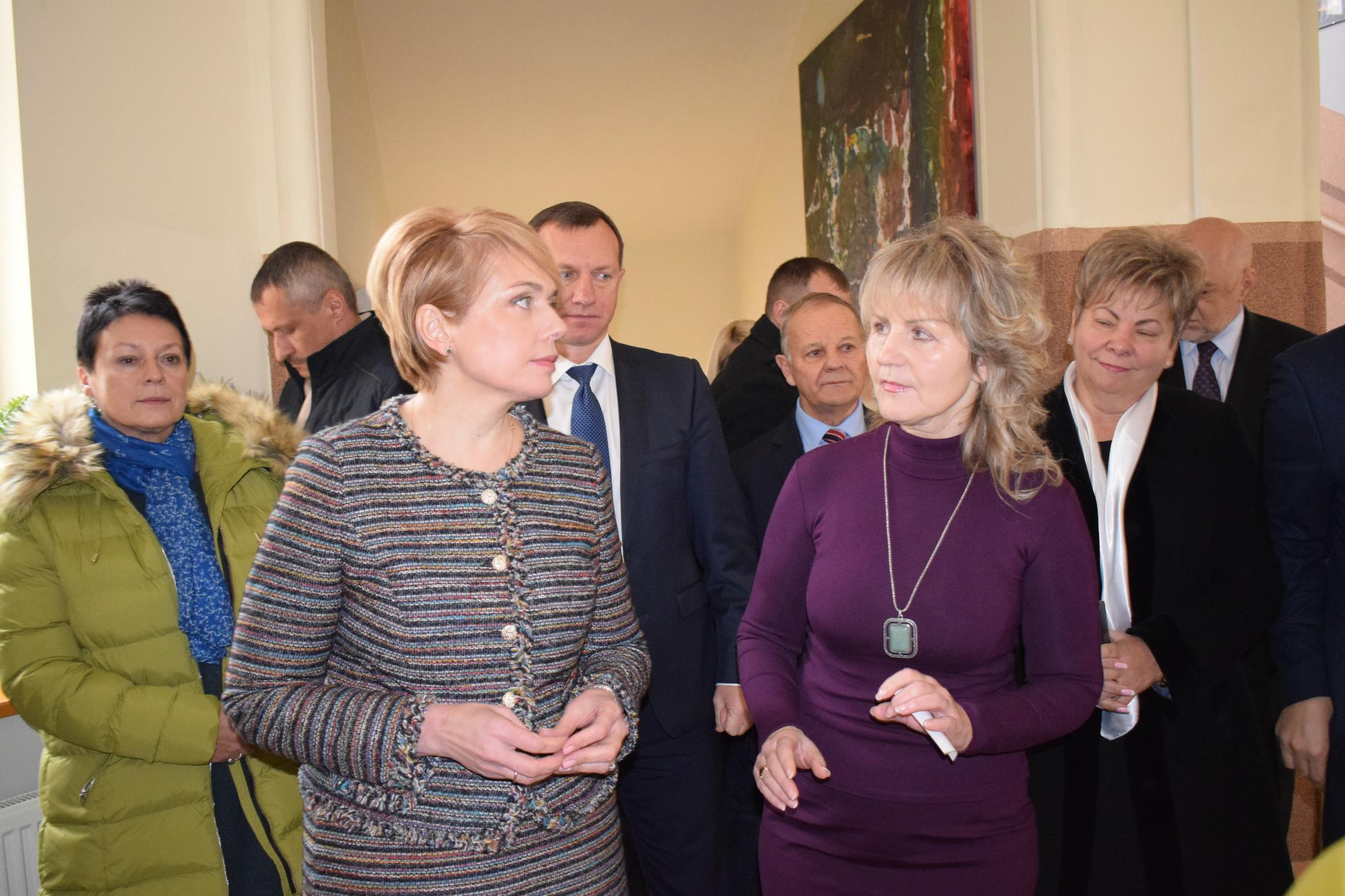 Міністросвіти України відвідала словацьку школу в Ужгороді (фото)
