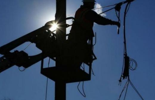 Де і коли впродовж тижня відключатимуть електропостачання в Ужгороді