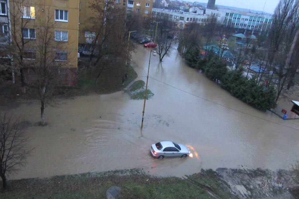 В Ужгороді аварійні прориви водопроводів (фото)