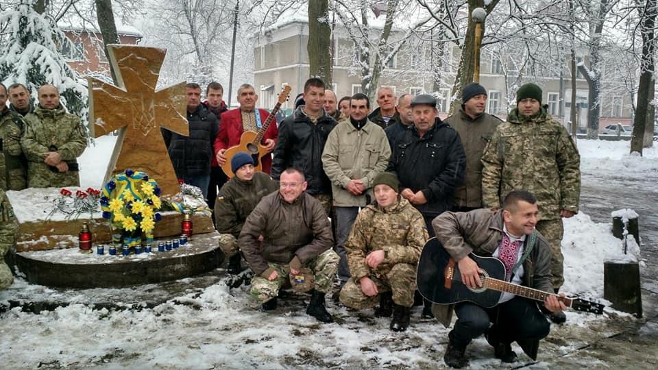 У Великому Березному відкрили меморіал на честь воїнів АТО (фото)