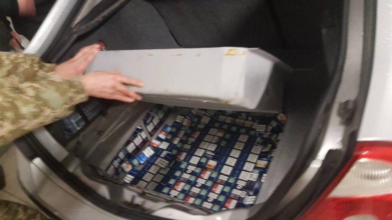 Закарпатські митники завадили іноземцю вивезти  понад 2000 пачок цигарок до ЄС