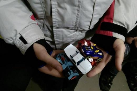 У Виноградові 11-річний хлопчик вкрав з магазину іграшкові машинки на 700 грн.