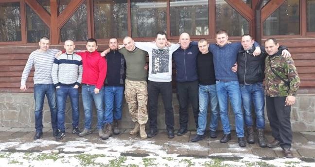 Ужгородські ветерани АТО на Водохреща пірнали у води Ужа (відео)