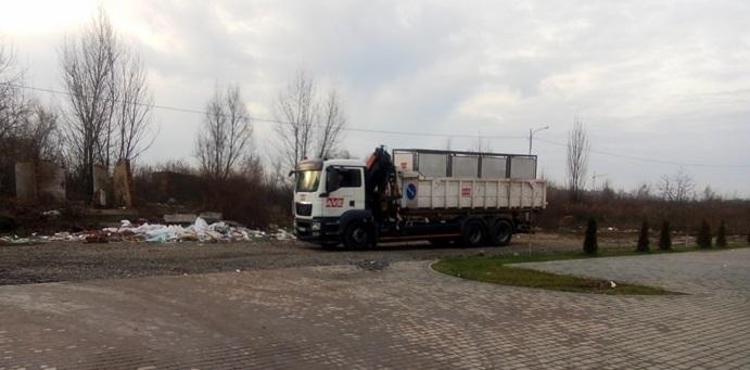 В Ужгороді скандальний забудовник Гозда намагається запхати сміттєвий майданчик під людські вікна (фото)