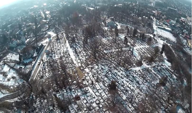 """Цвинтар """"Кальварія"""" по-своєму принадливий навіть зимою (відео)"""