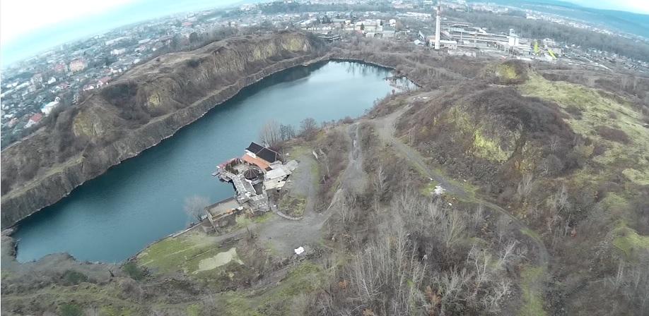 Радванський кар'єр в Ужгороді з висоти пташиного польоту (відео)