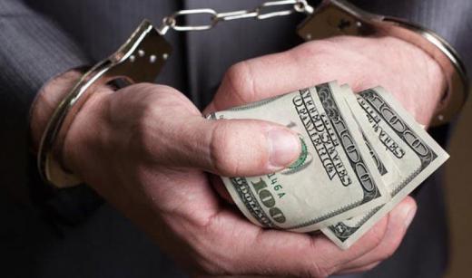 Директор державного архіву на Закарпатті вимагав 300 доларів за довідку