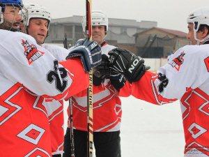 В Ужгороді відбулися чергові матчі Чемпіонату області з хокею