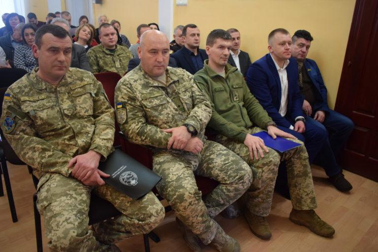 Берегівські депутати опинилися між молотом і ковадлом через розміщення в місті батальйону ЗСУ