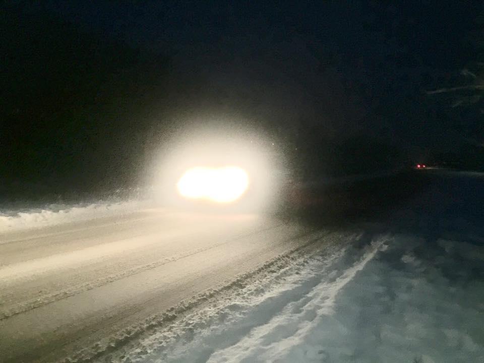 Дороги на Закарпатті розчищають від снігу спецтехнікою