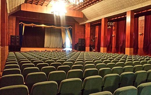 Закарпатський обласний театр драми та комедії у Хусті запрошує на прем'єрну виставу