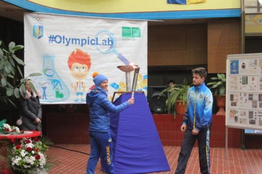 Закарпатська спортсменка Аннамарі Данча запалила в Ужгороді Олімпійський вогонь
