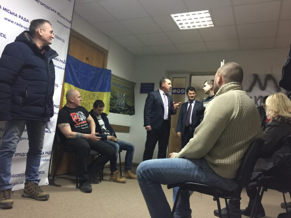 В приймальні Ужгородського мера на ніч залишилися атовці та громадськість (відео)