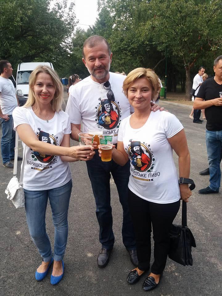 Активісти з пулу Балоги атакують закарпатську журналістку