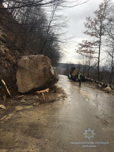 На Тячівщині розблокували дорогу, що була перекрита внаслідок зсуву