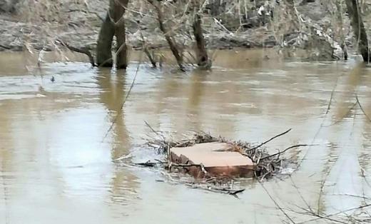 У Словаччині прикордонники виловили з річки контрабанду, яка припливла із Закарпаття