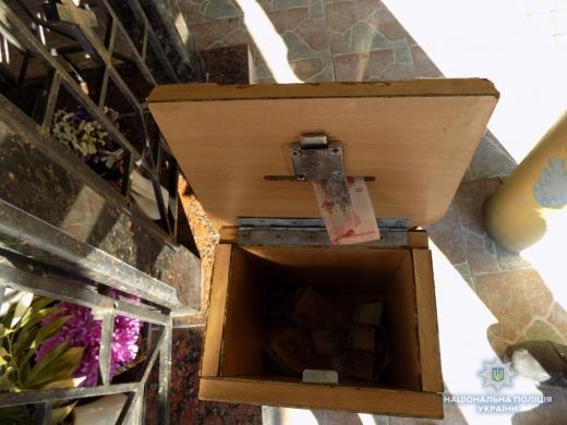 На Хустщині злодій поцупив гроші зі скриньки для пожертв