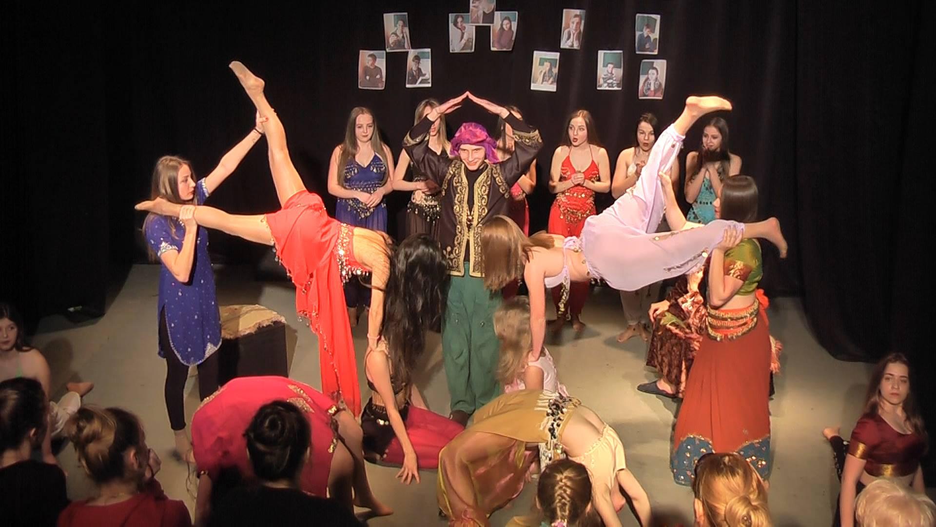 В Ужгородському коледжі культури та мистецтв відбувся театральний капусник (фото)