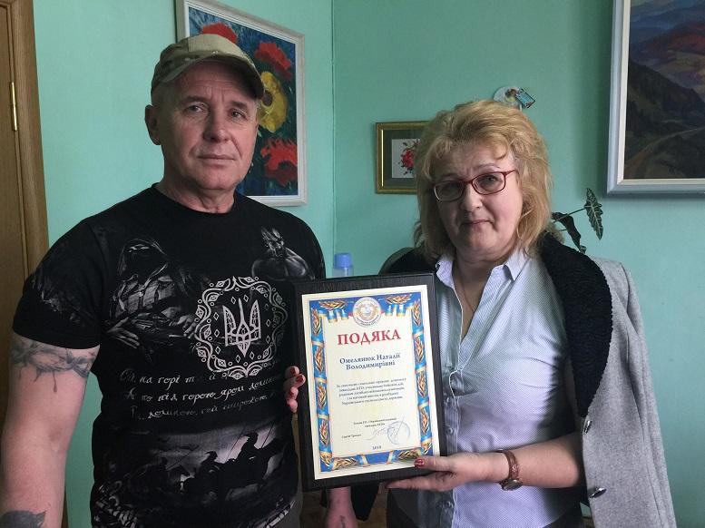 Закарпатські атовці вручили подяку заступнику директора департаментусоціального захисту Закарпатської ОДА (фото)