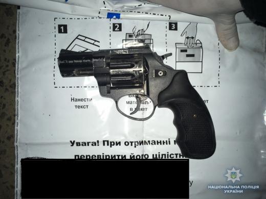 На Виноградівщині у порушника ПДР виявили пістолет та набої