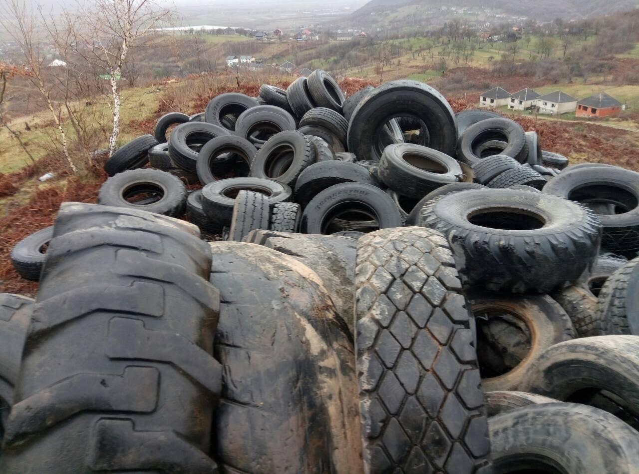 На Хустщині у Великодню ніч планують підпалити сотні автомобільних шин (фото)