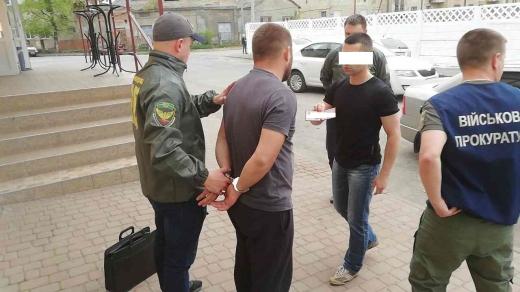 На Закарпатті чоловік намагався підкупити прикордонника за 14 тисяч (ФОТО)