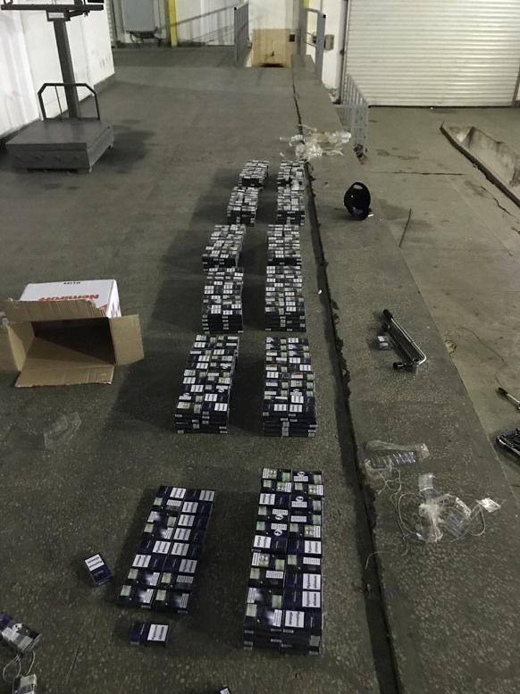 Закарпатські митники через приховані цигарки вилучили «BMW» (фото)