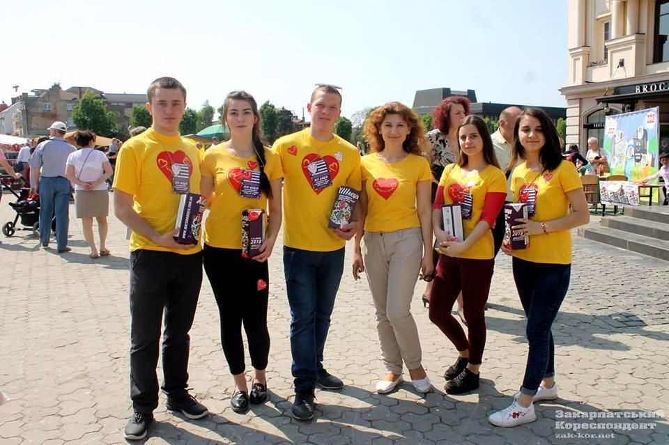 """Учора в Ужгороді волонтери акції """"Серце до серця"""" зібрали понад 22 тисячі гривень"""