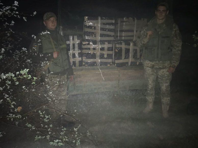 На Закарпатті прикордонники припинили спробу тютюнової контрабанди