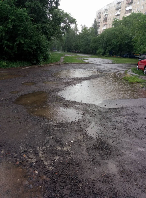 Ужгородська міськрада саботує ремонт дороги до трьох навчальних закладів (фото)
