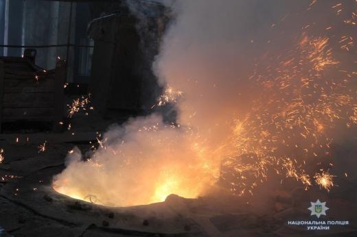 На заводі в Ужгороді поліція утилізувала понад півтори сотні одиниць зброї
