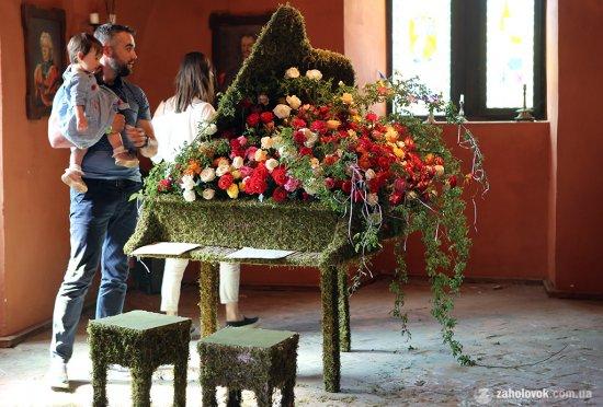 У закарпатському замку Сент-Міклош відбувся ІІІ Фестиваль квітів (ФОТО)