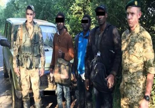 """Закарпатські прикордонники затримали трьох нелегальних """"мандрівників"""" з Африки"""