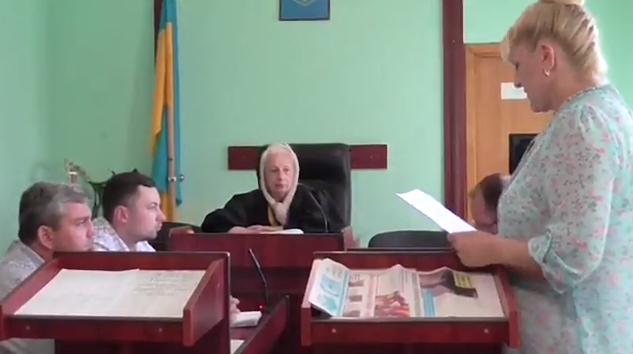 В Мукачеві засуджено секретаря Новодавидківської сільради за перешкоджання журналістській діяльності (документ)
