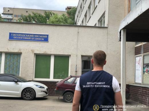 Правоохоронці затримали акушер-гінеколога Ужгородського міського пологового будинку, який вимагав гроші від пацієнтки