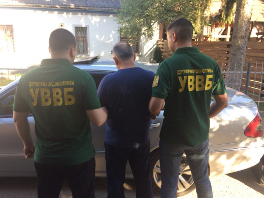 Правоохоронці затримали ще одного закарпатця, який пропонував хабара прикордоннику (ФОТО)