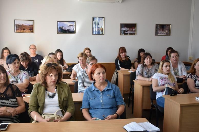 Про обмеженння руху автівок у пішохідній частині міста говорили на зустрічі в Ужгородській міськраді