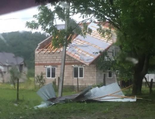 Вчорашня буря наробила біди на Закарпатті (ФОТО)