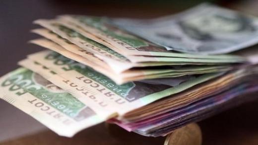 В Ужгороді грабіжник відібрав у чоловіка сумку з чималою сумою грошей