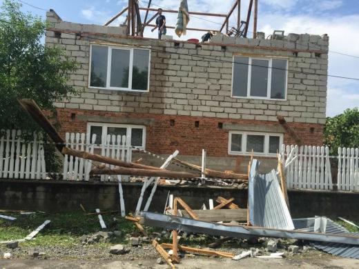 Буря зруйнувала чотири покрівлі у селі на Іршавщині