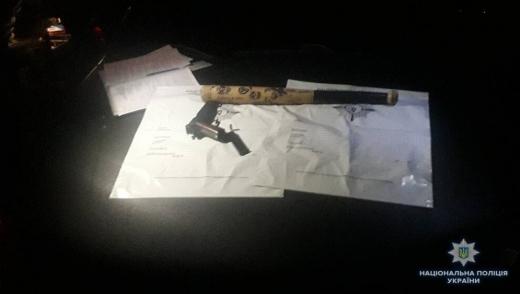 В Сваляві полісмени знайшли у водія бейсбольну биту й пістолет