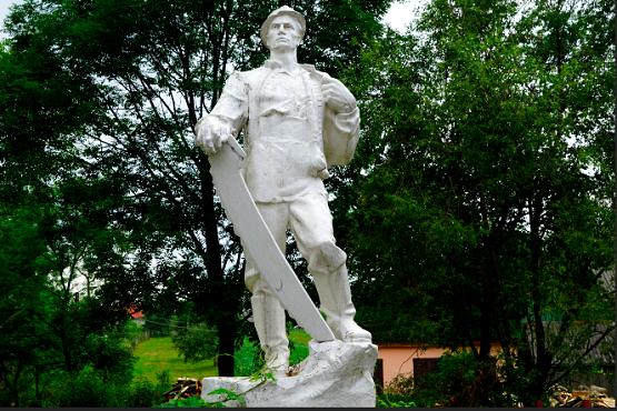 На Ужгородщині встановлений пам'ятник праці лісорубів