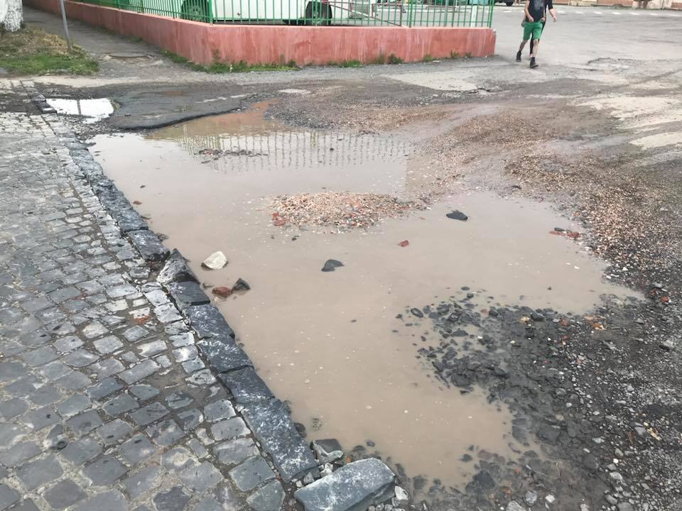 Ужгородського міського голову не цікавлять дорожні жахіття вулиць Шумна-Острівна (відео)