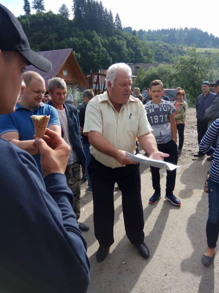 На Рахівщині селяни в кількох місцях перекривали дороги