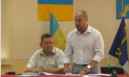 """В Чопській міськраді провалився """"заколот"""" незадоволених (відео)"""