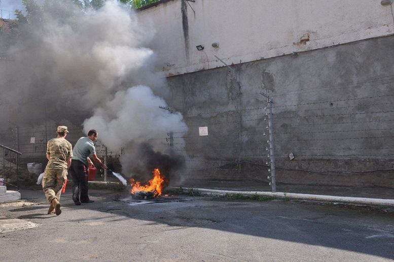 В Ужгородській тюрмі імітували пожежу (фото)